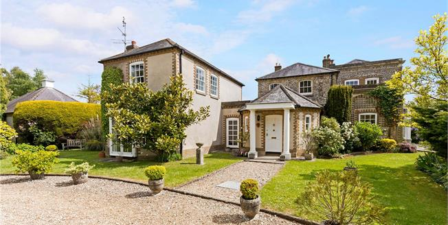 Guide Price £1,000,000, 4 Bedroom House For Sale in Chichester, PO19