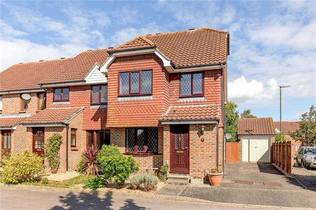 Guide Price £365,000, 4 Bedroom Terraced House For Sale in Chichester, PO19