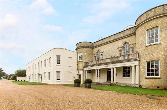 Asking Price £263,995, 2 Bedroom Flat For Sale in Crockerhill, PO18