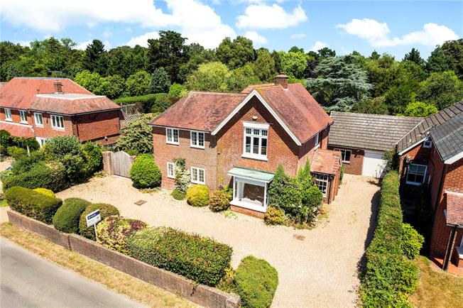 Guide Price £880,000, 5 Bedroom Detached House For Sale in Hambrook, PO18