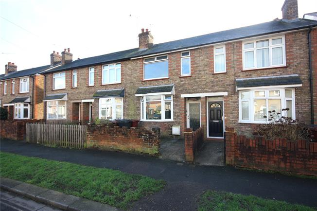 Guide Price £245,000, 2 Bedroom House For Sale in Chichester, PO19