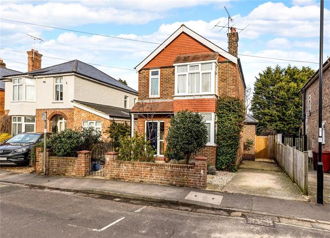 Asking Price £595,000, 3 Bedroom Detached House For Sale in Chichester, PO19