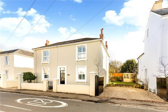 Guide Price £725,000, 4 Bedroom Detached House For Sale in Chichester, PO19