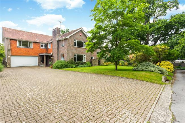 Asking Price £1,100,000, 6 Bedroom Detached House For Sale in West Sussex, PO19
