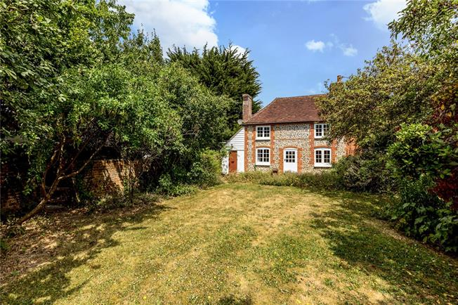 Asking Price £600,000, 4 Bedroom Detached House For Sale in Chichester, West Sussex, PO18