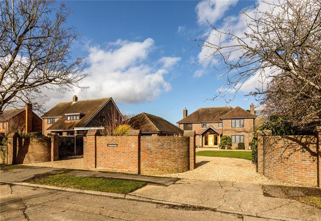 Guide Price £1,400,000, 5 Bedroom Detached House For Sale in Chichester, PO19