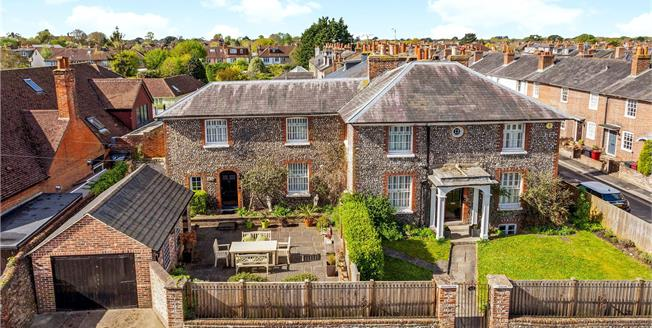 Guide Price £725,000, 5 Bedroom House For Sale in Chichester, PO19