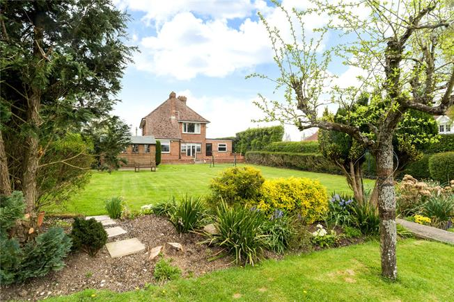 Guide Price £585,000, 3 Bedroom Detached House For Sale in Eastergate, PO20
