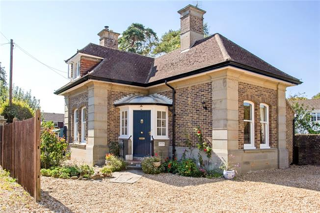 Guide Price £525,000, 4 Bedroom Detached House For Sale in Bognor Regis, West Sussex, PO21