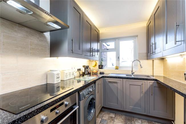 Asking Price £289,950, 3 Bedroom End of Terrace House For Sale in Chichester, PO19