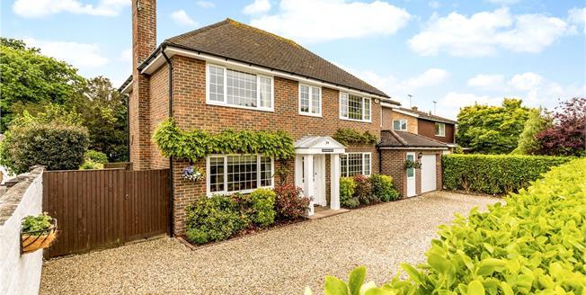 Asking Price £850,000, 5 Bedroom Garage For Sale in Aldwick, West Sussex, PO21