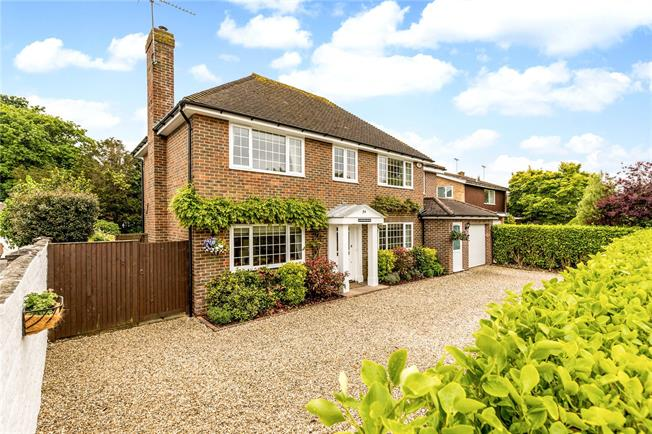 Asking Price £850,000, 5 Bedroom Garage For Sale in Aldwick, West Sussex, PO21
