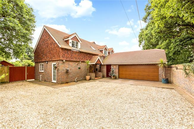 Guide Price £795,000, 4 Bedroom Detached House For Sale in West Ashling, PO18