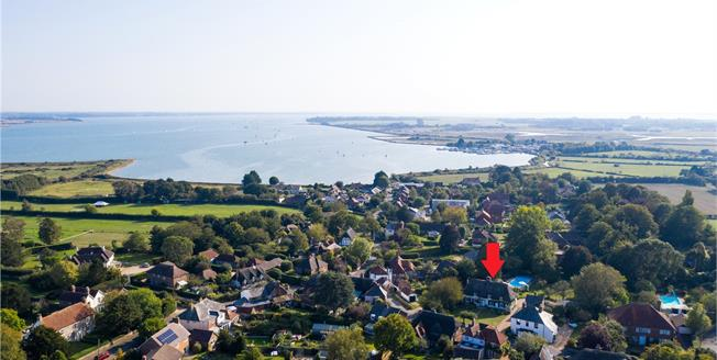 Asking Price £1,250,000, 3 Bedroom Detached House For Sale in Emsworth, Hampshire, PO10