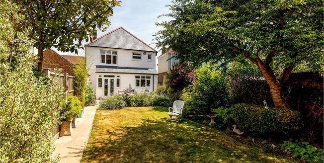 Asking Price £550,000, 3 Bedroom Detached House For Sale in Chichester, PO19