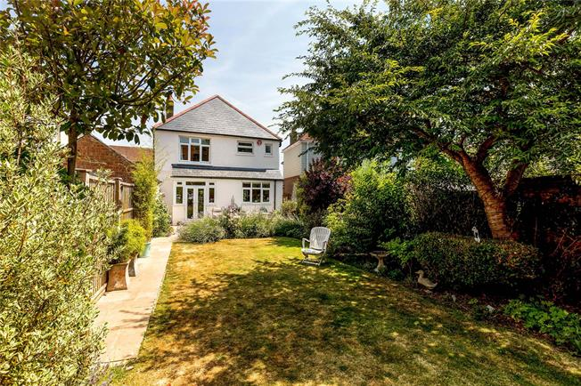 Asking Price £550,000, 3 Bedroom Detached House For Sale in West Sussex, PO19