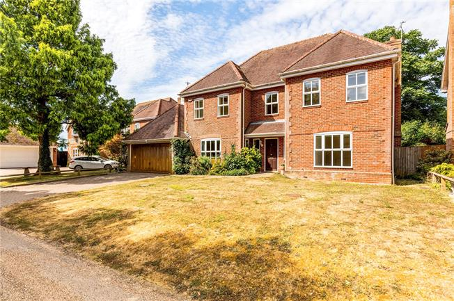 Asking Price £695,000, 4 Bedroom Detached House For Sale in Chichester, West Sussex, PO20