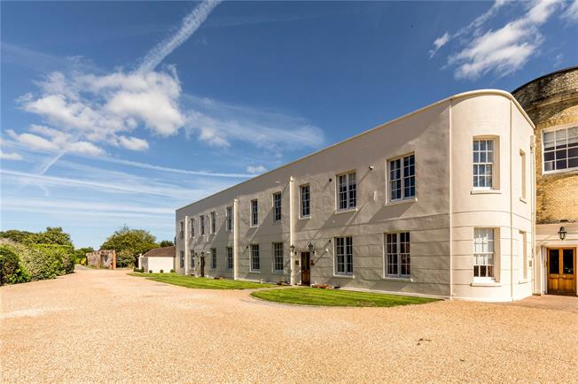 Asking Price £350,000, 3 Bedroom House For Sale in Chichester, West Sussex, PO18