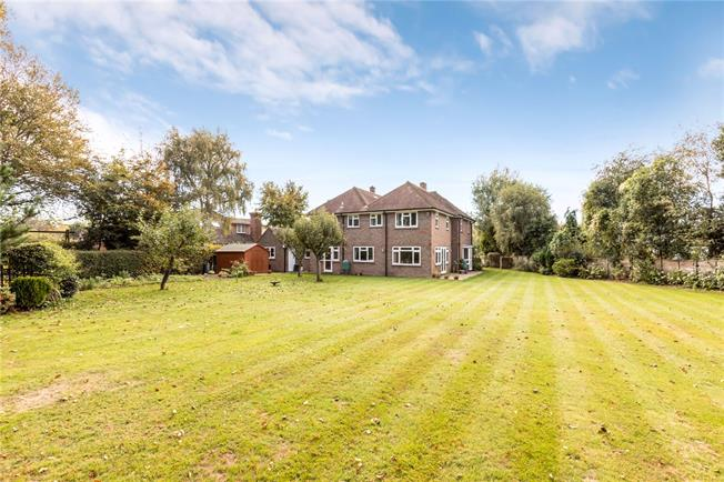 Guide Price £1,200,000, 5 Bedroom Detached House For Sale in West Broyle, PO19