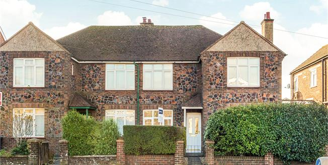 Asking Price £265,000, 2 Bedroom Flat For Sale in West Sussex, PO19