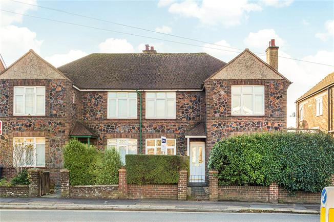 Asking Price £265,000, 2 Bedroom Flat For Sale in Chichester, PO19