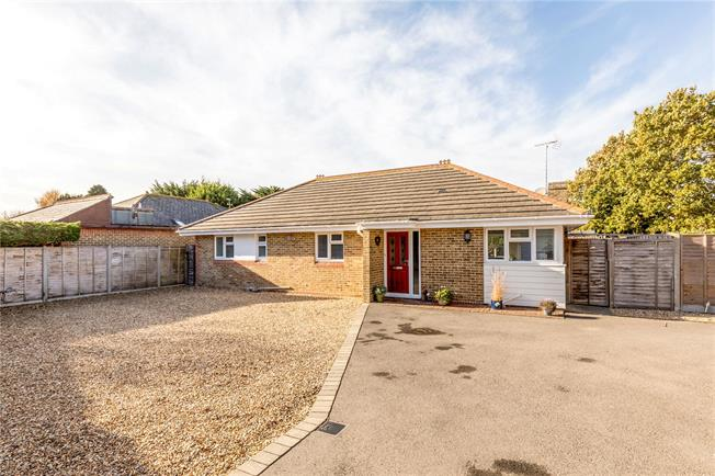 Guide Price £500,000, 3 Bedroom Bungalow For Sale in Bognor Regis, PO21