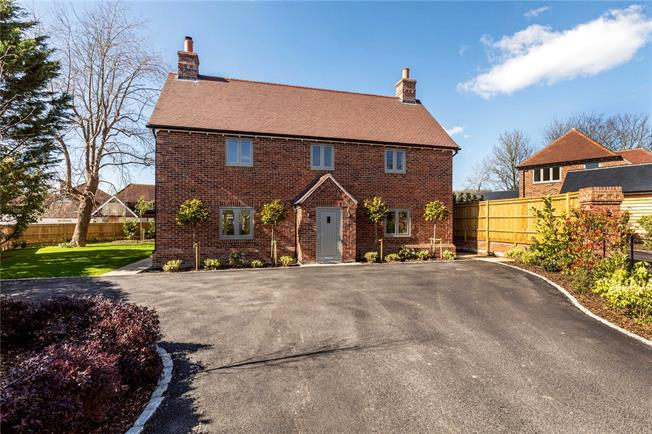 Asking Price £1,150,000, 4 Bedroom Detached House For Sale in West Sussex, PO18