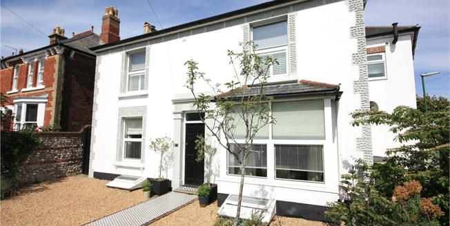 Asking Price £800,000, 5 Bedroom Detached House For Sale in Chichester, PO19