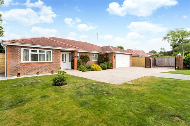Asking Price £625,000, 3 Bedroom Bungalow For Sale in Bognor Regis, PO21