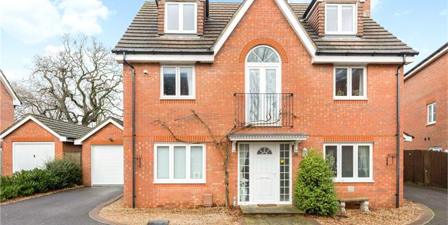 Asking Price £625,000, 5 Bedroom Garage For Sale in Chichester, PO19