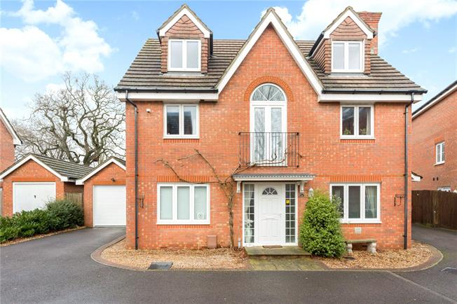 Asking Price £650,000, 5 Bedroom Garage For Sale in Chichester, PO19