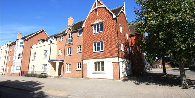Guide Price £375,000, 3 Bedroom Flat For Sale in Chichester, PO19