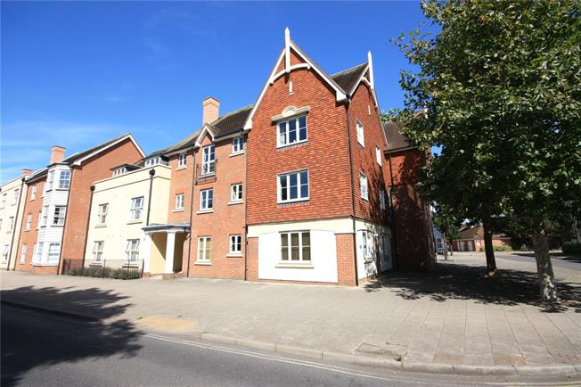 Guide Price £325,000, 3 Bedroom Flat For Sale in West Sussex, PO19