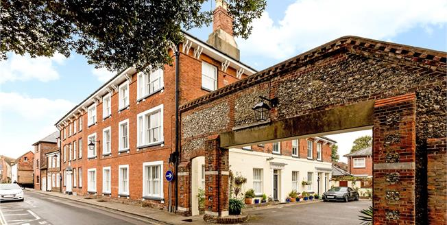 Asking Price £350,000, 2 Bedroom Flat For Sale in Chichester, PO19
