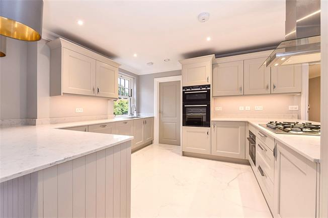Guide Price £695,000, 3 Bedroom Flat For Sale in West Sussex, PO19