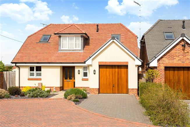 Guide Price £560,000, 3 Bedroom Detached House For Sale in Chichester, West Sussex, PO19