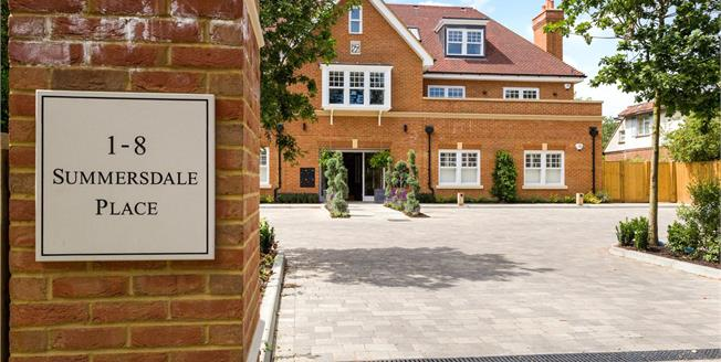 Asking Price £395,000, 2 Bedroom Flat For Sale in West Sussex, PO19