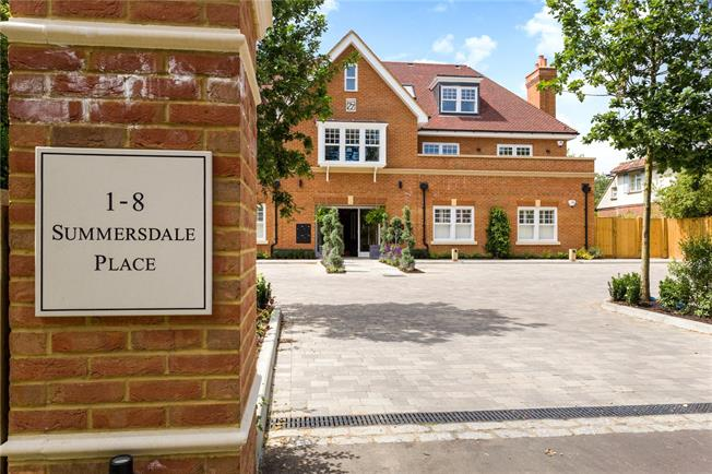 Asking Price £450,000, 2 Bedroom Flat For Sale in West Sussex, PO19