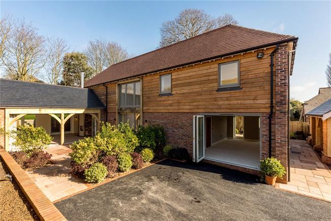 Asking Price £1,200,000, 4 Bedroom Detached House For Sale in West Sussex, PO18