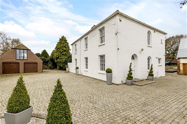 Guide Price £1,250,000, 4 Bedroom Detached House For Sale in Chichester, PO20