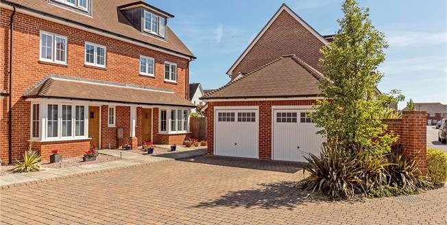 Asking Price £375,000, 4 Bedroom Garage For Sale in Bognor Regis, PO21