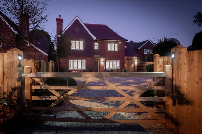 Asking Price £1,650,000, 5 Bedroom Detached House For Sale in West Sussex, PO19