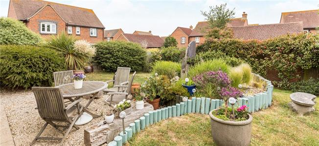 Asking Price £425,000, 4 Bedroom Garage For Sale in Chichester, West Sussex, PO20