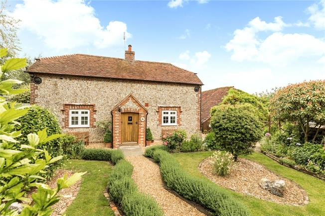 Asking Price £600,000, 3 Bedroom Detached House For Sale in Chichester, West Sussex, PO18