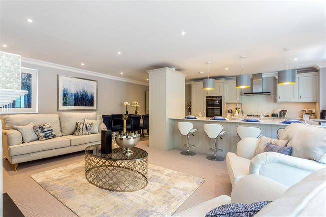 Guide Price £695,000, 3 Bedroom Flat For Sale in Chichester, PO19