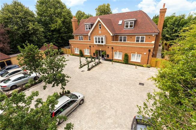 Asking Price £845,000, 3 Bedroom Flat For Sale in West Sussex, PO19