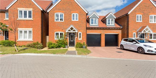 Guide Price £340,000, 3 Bedroom Garage For Sale in Westhampnett, PO18