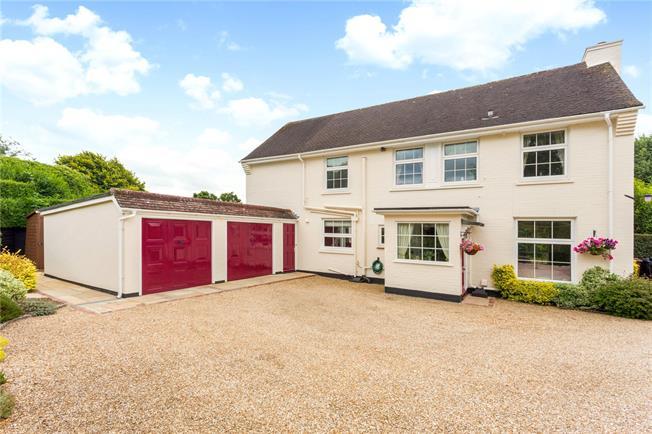 Asking Price £700,000, 3 Bedroom Detached House For Sale in Arundel, BN18
