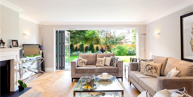 Guide Price £875,000, 3 Bedroom Flat For Sale in Chichester, PO19