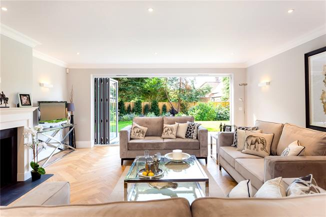 Guide Price £875,000, 3 Bedroom Flat For Sale in West Sussex, PO19